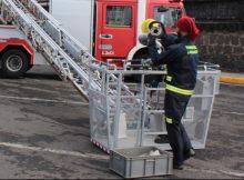 Los bomberos comprueban los hidrantes en la zona portuaria