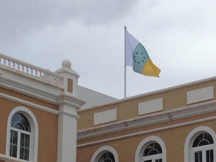 bancera nacionamista ondea Cabildo de Lanzarote