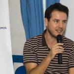 Gonzalo Busqué, a la derecha de Carlos Meca, secretario insular de Podemos Lanzarote.