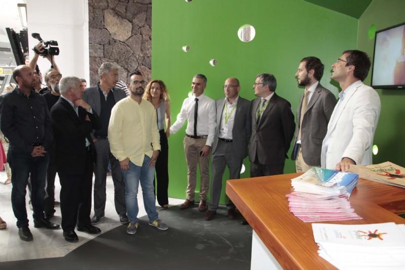 Turismo abri nueva oficina en la t1 del aeropuerto de for Oficina turismo lanzarote