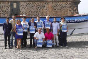 Algunos organizadores, junto al bote Isla de Lanzarote.