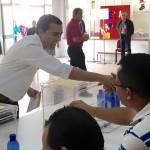 El alcalde de Arrecife, en el momento de la votación de hoy.