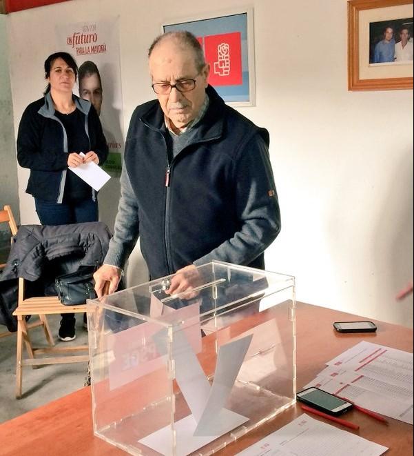 Don Rafael Benasco, uno de los veteranos militantes del PSOE en Tinajo.