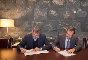 Momento de la firma de constitución de la Fundación.