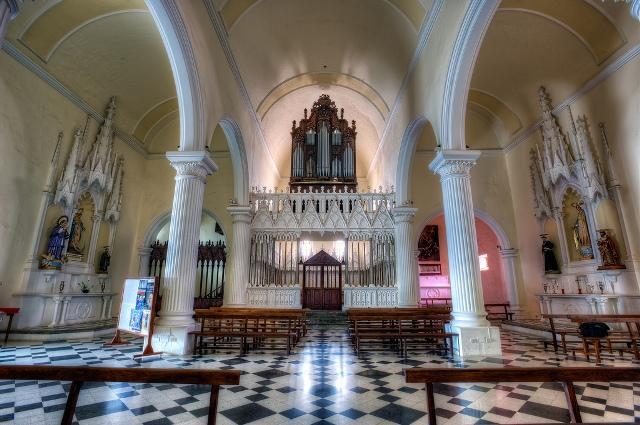 Interior de la Iglesia de la Villa de Teguise, cuya torre está pendiente aún de financiación de las administraciones para su restauración.
