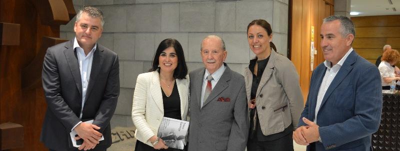 Garriga, con los miembros de la Mesa del Parlamento.