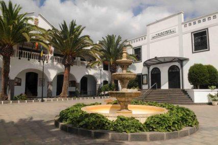 Imagen exterior del Teatro Municipal de San Bartolomé.