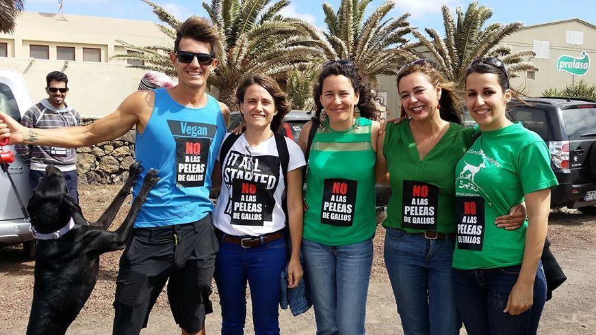 Eva de Anta (2i), Ariagona González (3i), y Loli Corujo (2d), en una imagen de SARA Lanzarote.