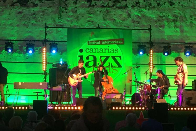 El grupo Green Jeans fue el primero en saltar al escenario.