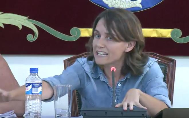 Eva de Anta tuvo mucho trabajo en la moderación de un Pleno con muchos temas sociales.