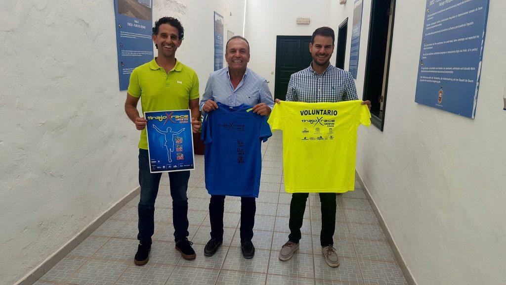 El alcalde de Tinajo, Jesús Machín, animaba a la participación en la carrera.
