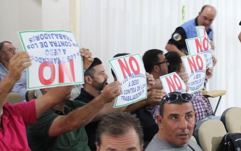 Trabajadores, durante una protesta realizada en un pleno, recientemente.