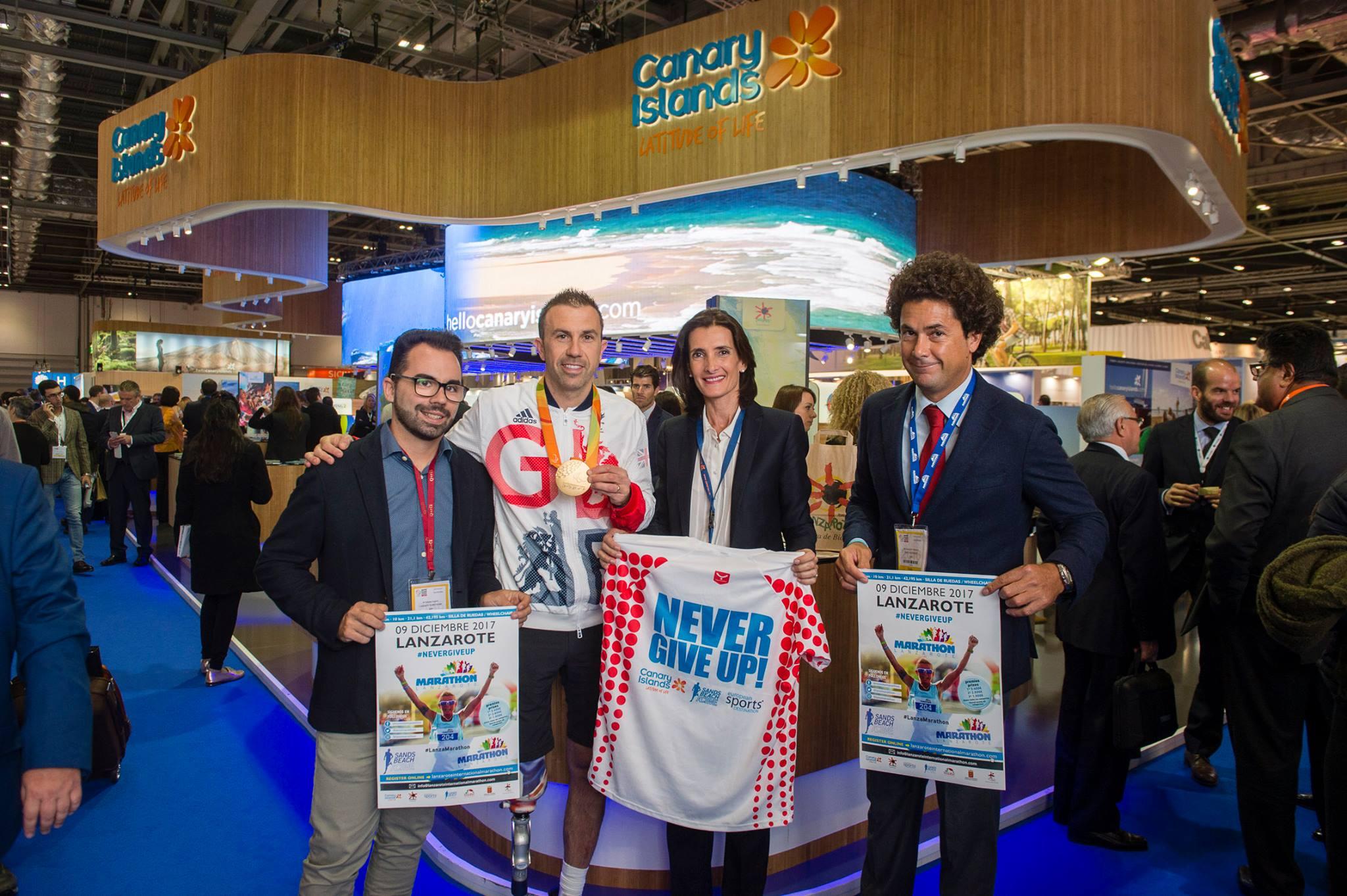 Se presentó junto con el medallista de Oro en los Juegos Paralímpicos de Río, Andy Lewis, el cartel de la Maratón Internacional de Lanzarote 2017, con salida en Costa Teguise.
